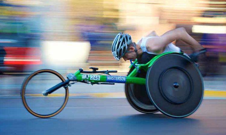 zawodnik-rowerzysta na wózku